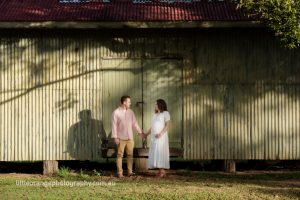 man-and-pregnant-woman-by-barn-door