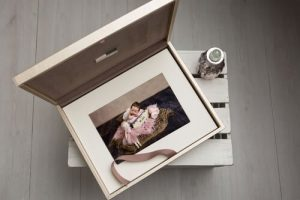 Photography-payment-plan-buys-photo-box-of-baby-photos